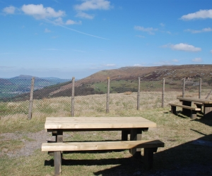 pwll-du-benches